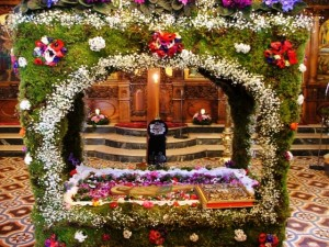 Epitaphios 300x225 Easter in Greece