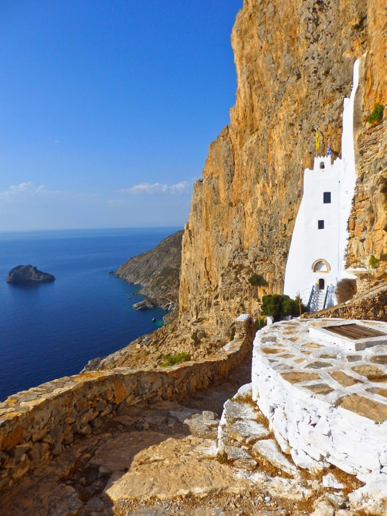 15347207159 bf39e337eb o 768x1024 The Cycladic architectural marvel that looks like melting down a cliff