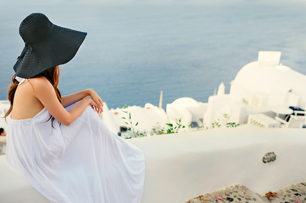 "28 ""Experiential engagement photo shoot in the heart of the Greek archipelago: Santorini"""