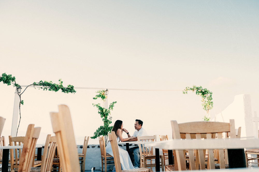 "31 ""Experiential engagement photo shoot in the heart of the Greek archipelago: Santorini"""