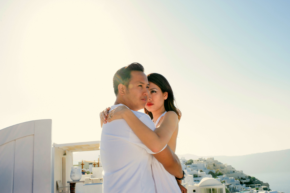 "32 ""Experiential engagement photo shoot in the heart of the Greek archipelago: Santorini"""
