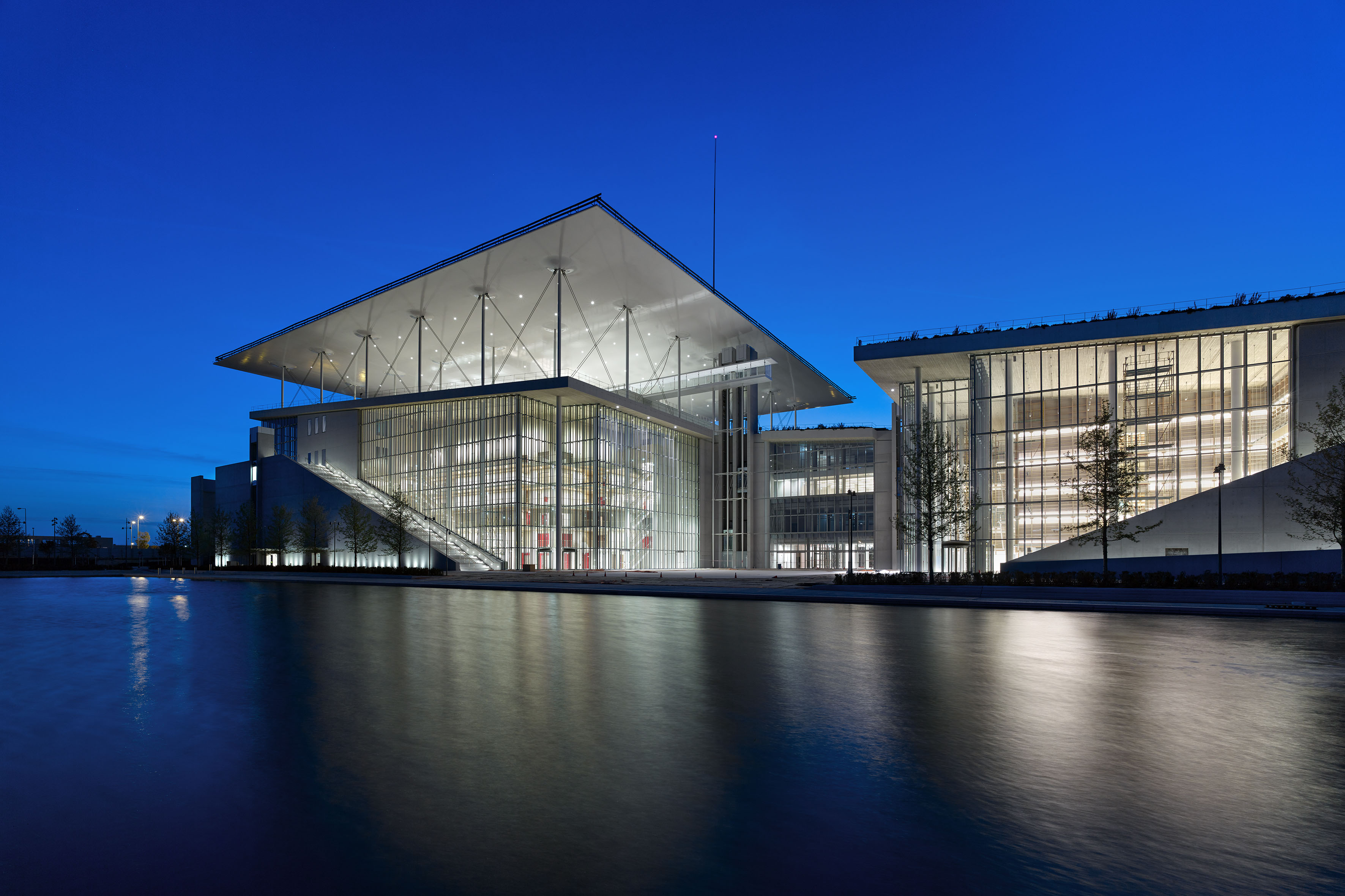 Stavros Niarchos Foundation Cultural Centre 4722 by Yiorgis Yerolymbos The National Opera inaugurates its presence at the Stavros Niarchos Foundation Cultural Center